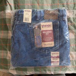 Wrangler 46x34 relaxed fit rugged wear jeans